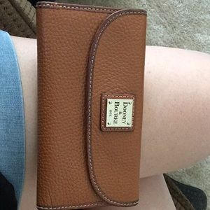 Dooney & Bourke Continental Clutch in Caramel